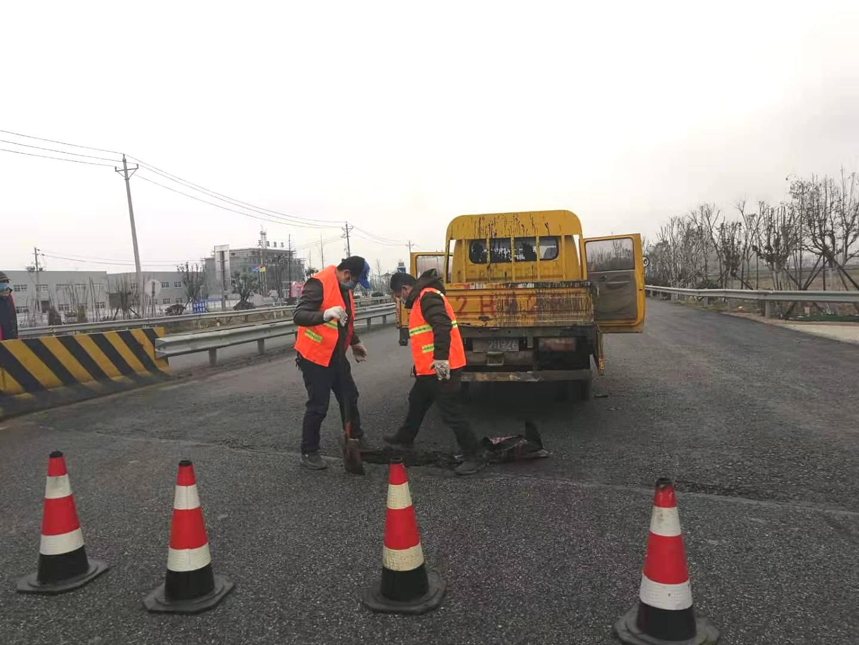 汉川强化公路养管 保障防控通道安全畅通